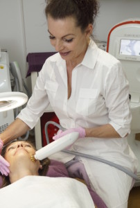 Gesichtsstraffende und faltenkorrigierende Behandlungen bei Schöner Körper-the easy way of beauty